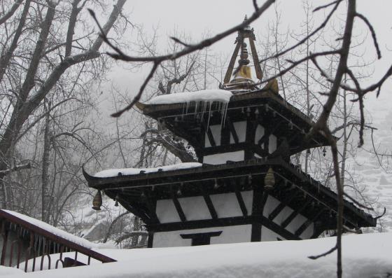 Храм Муктинатх в долине.