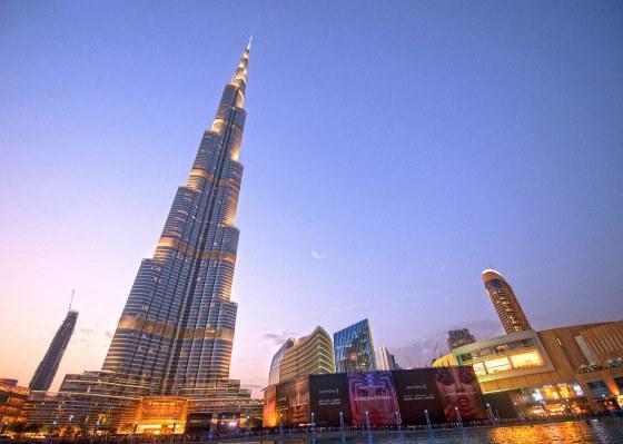 Небоскреб Бурдж Халифа самое высокое здание в мире.