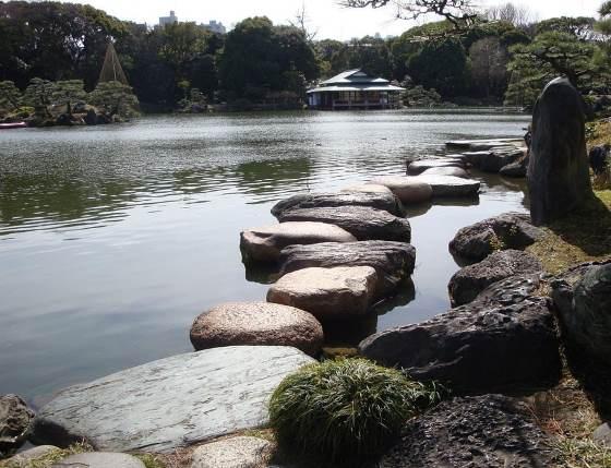 Сад Киёсуми каменная дорожка.
