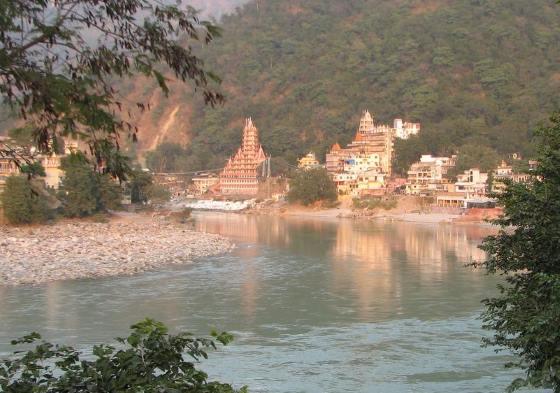 Ришикеш фотография с реки Ганг.
