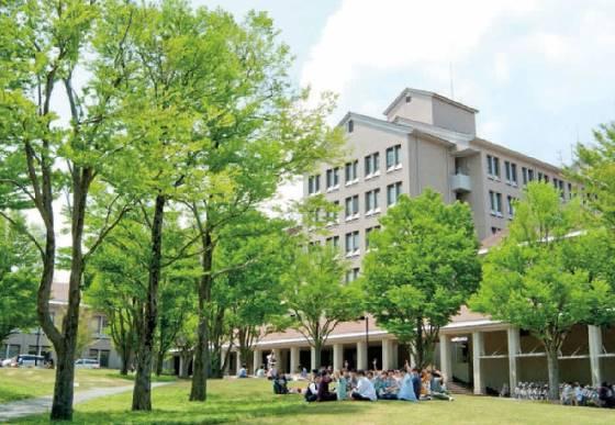 Токийский столичный университет в фотографии.