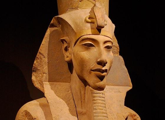 Фрагмент статуи Эхнатона, его лик. отец Тутанхамона