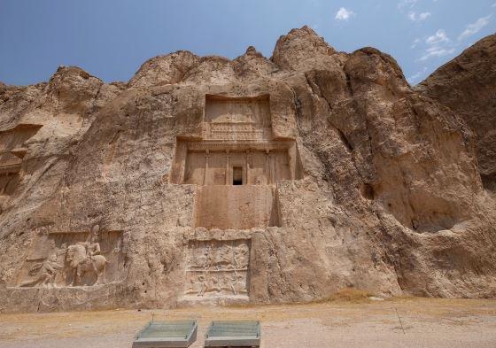 Гробница Дария Первого неподалеку от Персеполя.