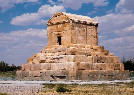 Гробница царя Кира Великого в Иране.