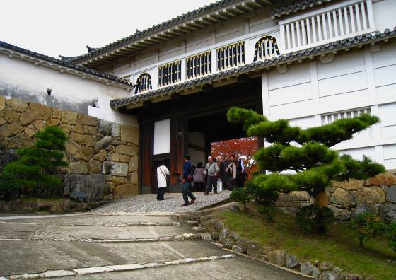 Алмазные ворота замка Химэдзи - Япония.