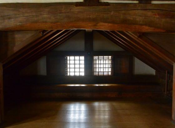 Интерьер и окна замка Химэдзи.