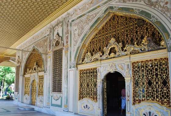 Вход в зал заседаний Дивана - дворец Топкапы.