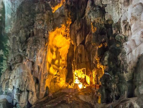Вход во внутрь пещеры Храма - Бату