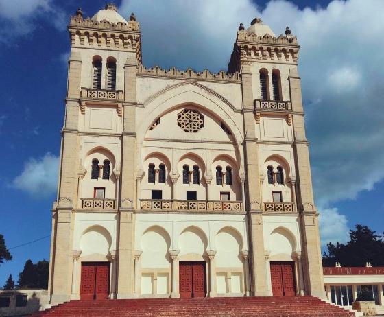 Базилика Сен-Луи - главный вход